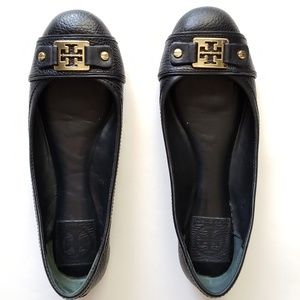 Tory Burch • black flats with gold hardware